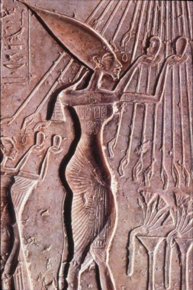 Фараон Аменхотеп IV позднее Эхнатон