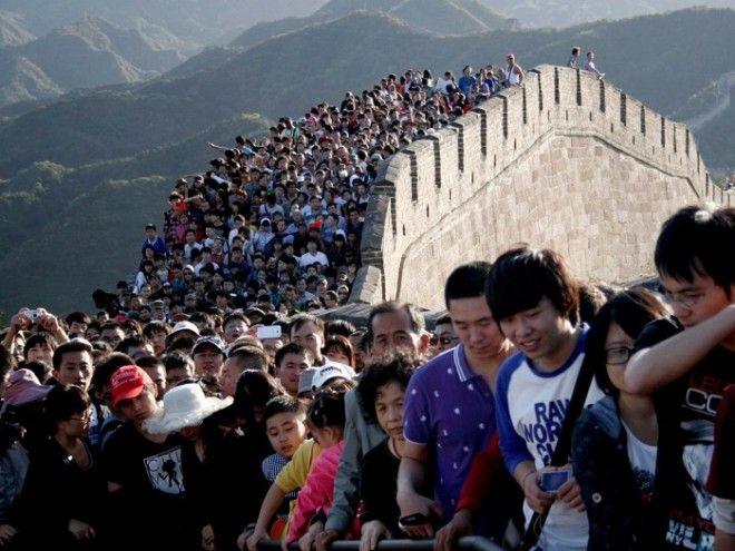 Толпа людей на Великой Китайской стене