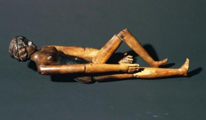 Деревяная кукла из сагкофага Крепереи Трифены