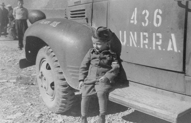 4летний Юзеф Янек Шляйфштайн в Бухенвальде вскоре после освобождения лагеря американцами Фото i87beonru