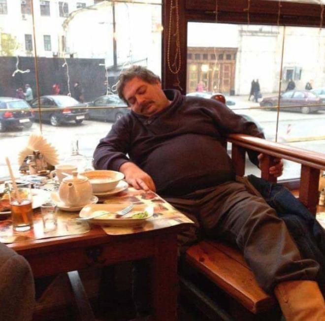 2 После вкусного обеда по закону Архимеда еда обжора с голодного края смешно
