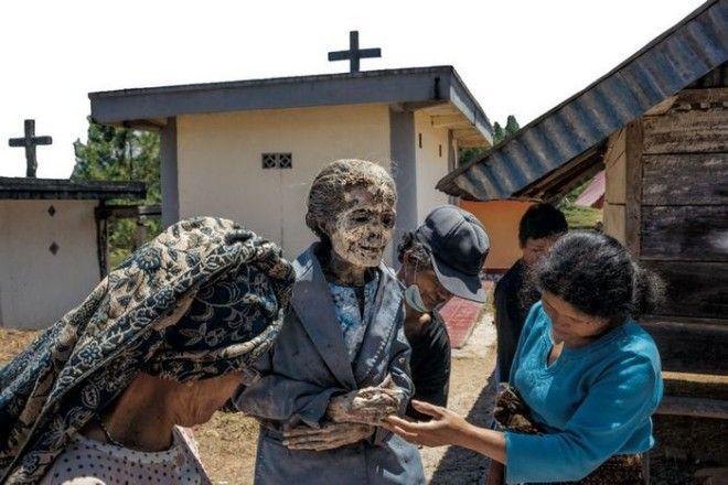 Постепенно покойники становятся похожими на мумии
