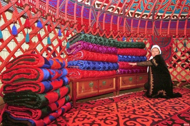 Внутреннее убранство юрты Фото msnlimonkg