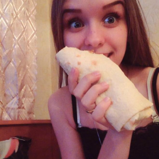 14 Девушки и шаурмашаверма выбирайте сами обворожительны еда обжора с голодного края смешно