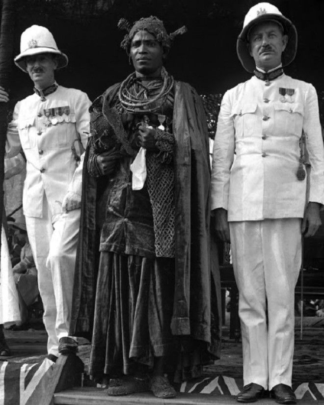 Oba Akenzua II, c. 1937 [Matphson/Matthieson - colonial on left]