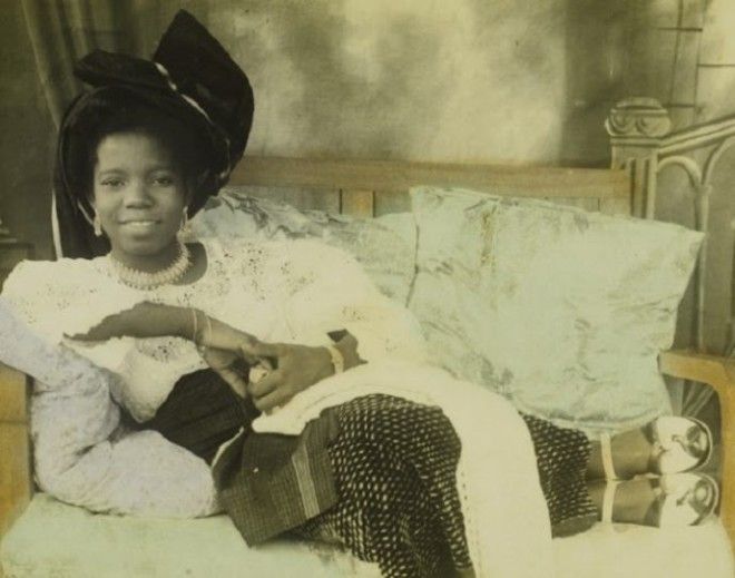 Reclining young ladyHand-colored photograph by Chief S.O. Alonge, c. 1950Benin City, NigeriaChief Solomon Osagie Alonge CollectionEEPA 2009-007National Museum of African ArtSmithsonian Institution