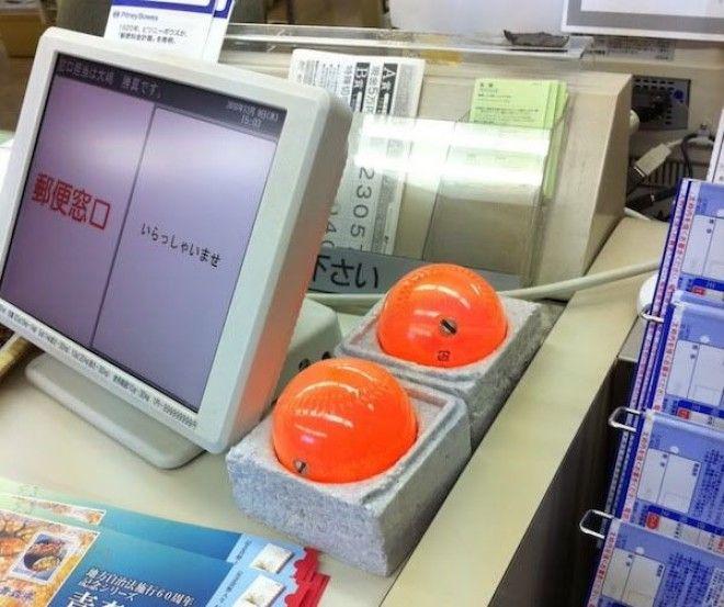 Для чего нужны такие оранжевые шары в японских магазинах