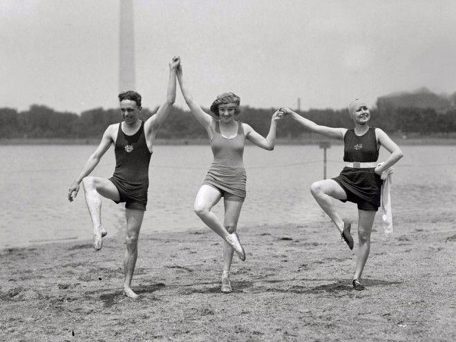 Как в XX веке девушек арестовывали за ношение коротких купальников