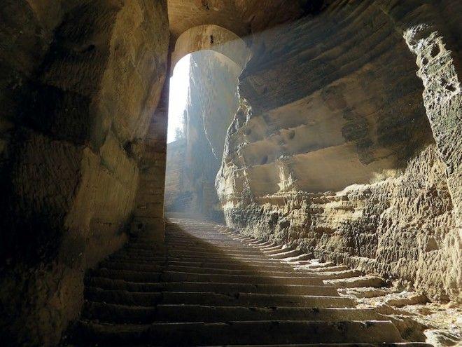 Этот колодец похож на таинственную пещеру Али-Бабы архитектура, индия, ступенчатый колодец