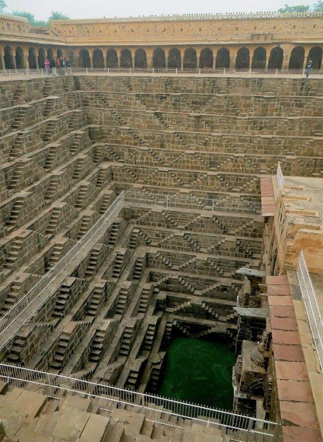 Тем, кто боится высоты, наверное, было сложно доставать отсюда воду архитектура, индия, ступенчатый колодец