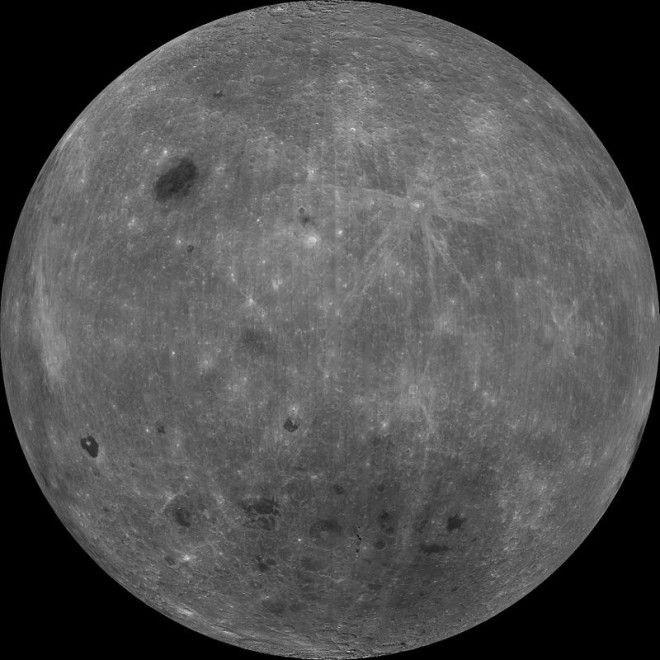 SПочему Луна светится