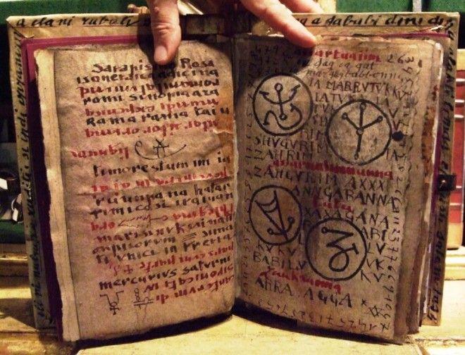 5 самых загадочных книг ставящих ученых в тупик
