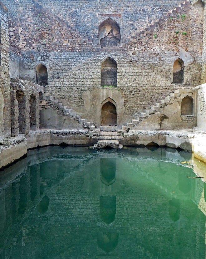 Идеальная симметрия и необыкновенный цвет воды архитектура, индия, ступенчатый колодец