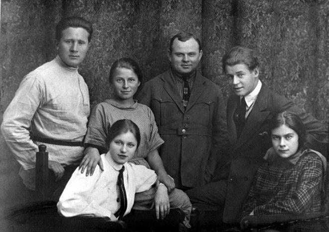 Сергей Есенин – золотая душа российской поэзии в редких фотографиях 15