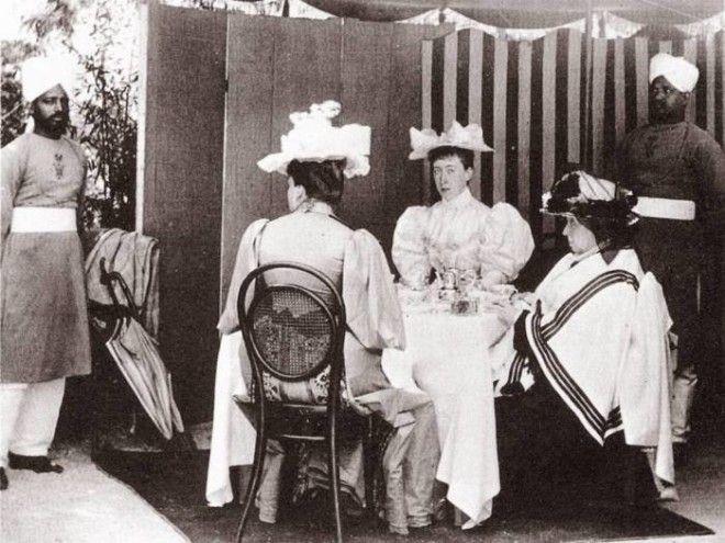 Слугииндусы королевской семьи Фото antebellumgalleryblogspotcom