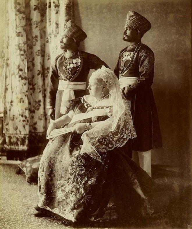 Королева Виктория и двое слугиндусов Фото theimperialcourttumblrcom