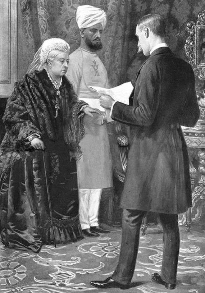 Королева Великобритании Виктория и ее слугаиндус Фото lowriechinblogspotcom
