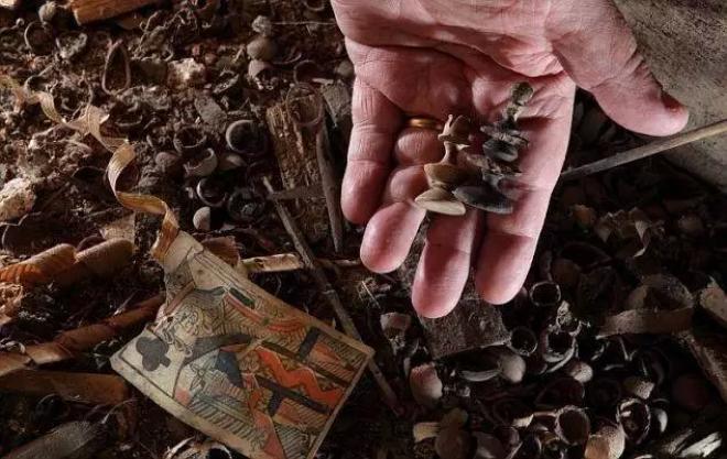 15 самых невероятных находок, которые люди обнаружили в собственных домах