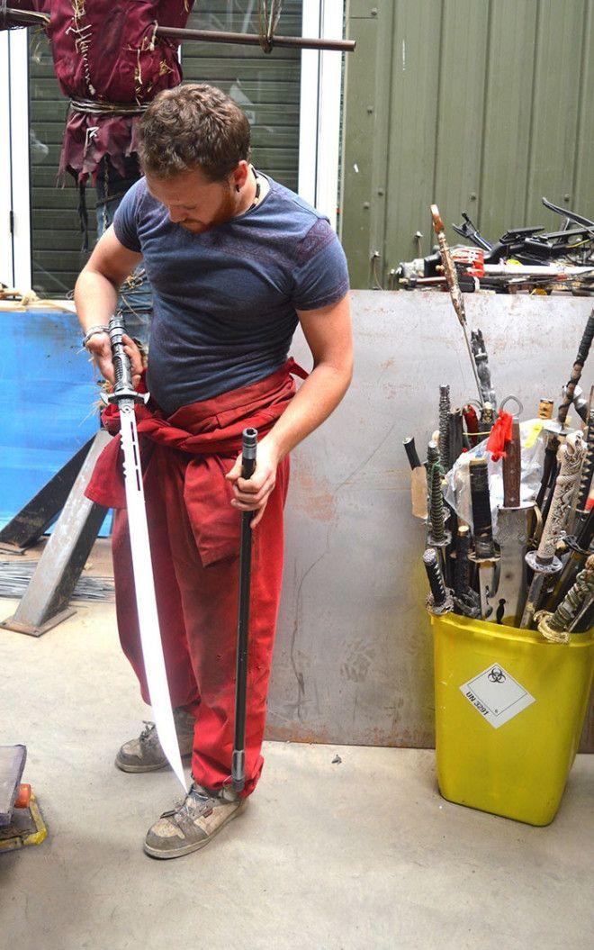 Ангел из 100 тысяч ножей от британского скульптора