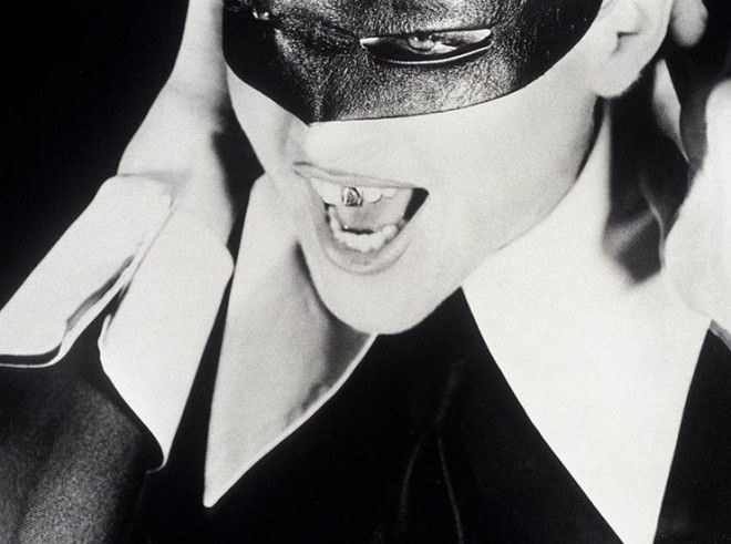 BЗолотые зубы и бриллиантовые клыки самые безумные зубные украшения звёзд