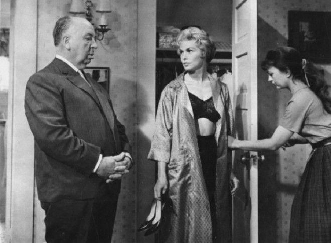 Альфред Хичкок выбирает одежду для Джанет