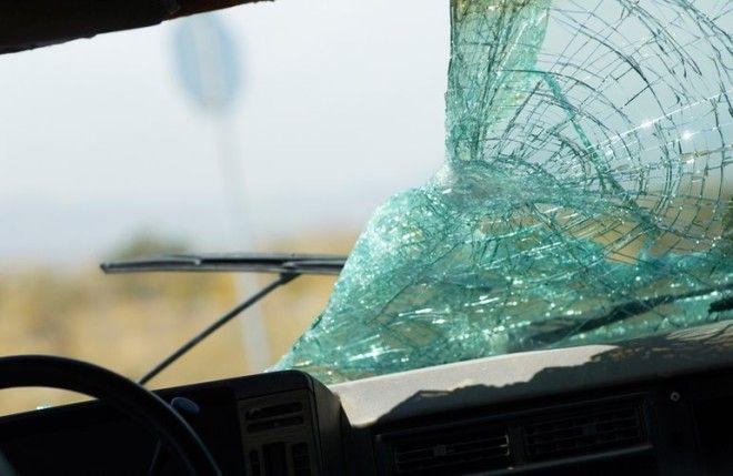 Картинки по запросу автомобильной аварии лобовое
