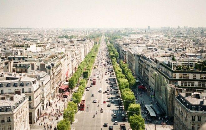 Елисейские поля часто называют самой красивой улицей на планете