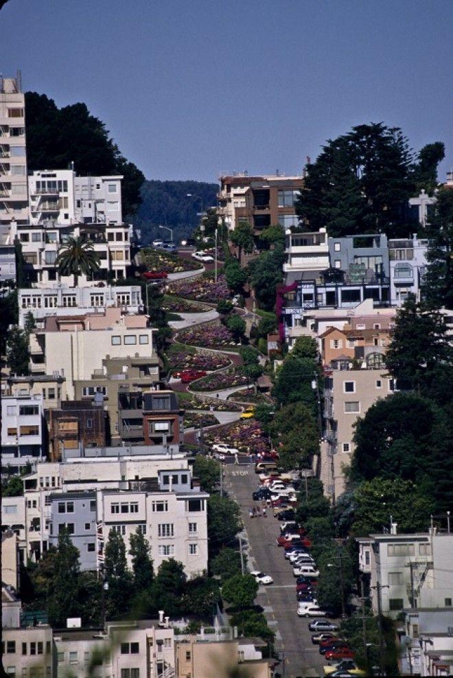 Примечательная уже своими домиками в викторианском стиле и зелёными ландшафтами улица заработала свою славу за знаменитые 8 крутых поворотов
