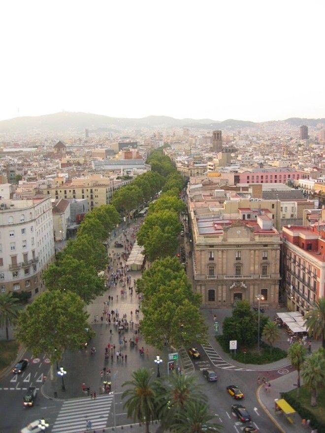 Пешеходная улица столицы Каталонии где каждый шаг по ней будоражит впечатлительного туриста
