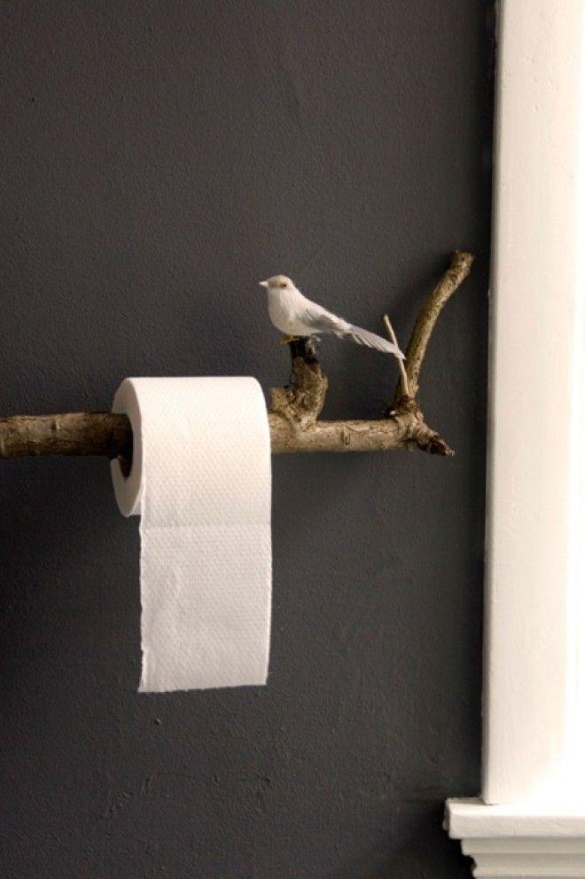 Держатель для рулона туалетной бумаги в виде птички сидящей на ветке смотрится очень нежно и мило