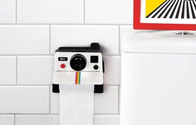 Держатель для туалетной бумаги в виде фотоаппарата работающего по принципу Polaroid