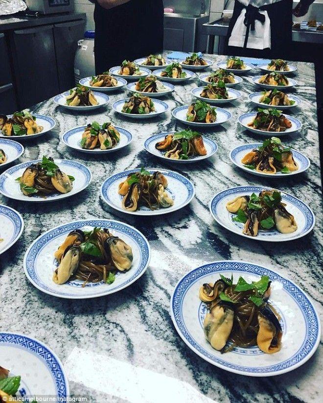 Еще один хит этого ресторана лапша из сладкого картофеля и мидии австралия блюда еда еда в Австралии лучшие ресторан рестораны