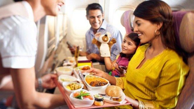 SВот что делают с самолетной едой которую не съели