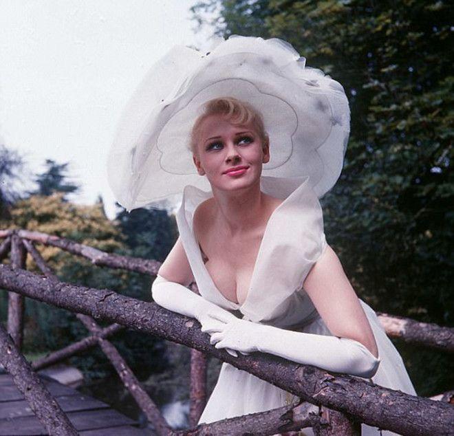Сабрина в июле 1957 года