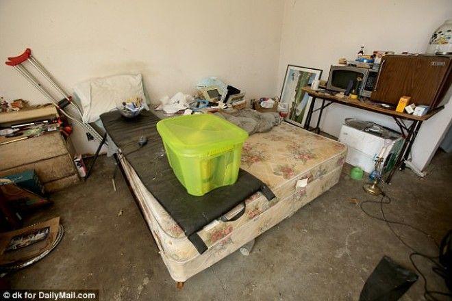 Когда полицейские зашли в дом Сабрины они нашли помещение в чудовищном состоянии