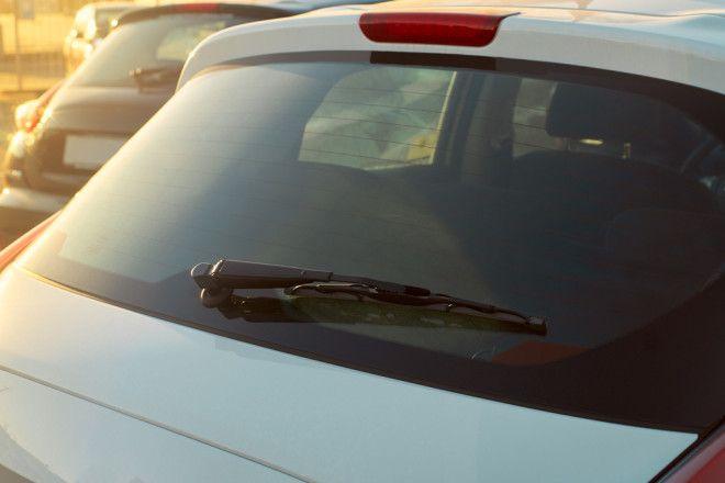 SДля чего на окнах автомобилей нужны маленькие чёрные точки