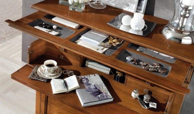 Рабочий стол может быть оснащён выдвижными полками о существовании которых нелегко догадаться