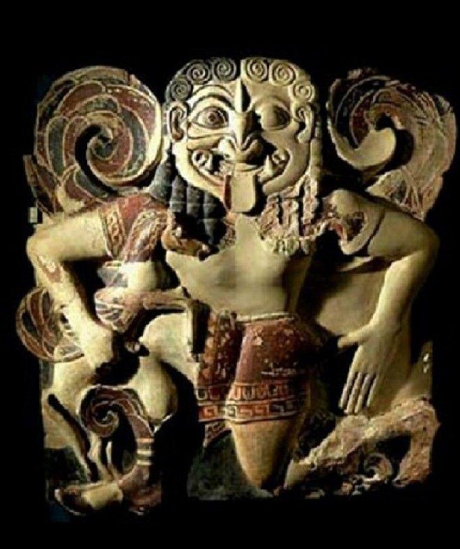 Терракотовый горгонейон амулет изображающий Медузу