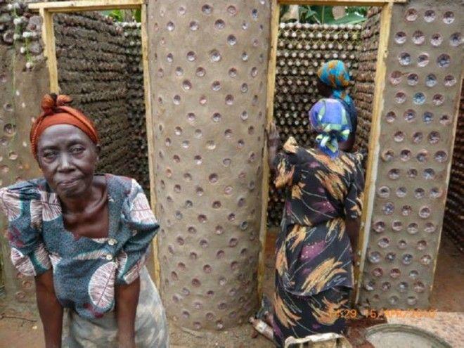 SBЖители Нигерии строят себе дома из пластиковых бутылок