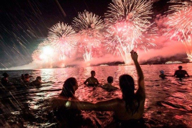 Как отмечают Новый Год в жарких странах интересное новый год снег