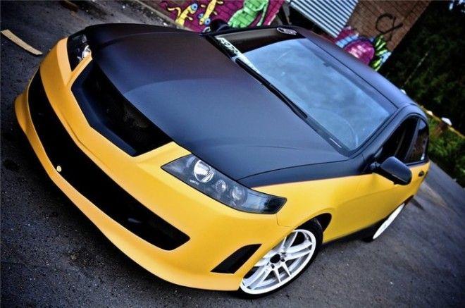 Скромный седан Honda Accord с черным капотом и крышей кажется намного спортивнее Фото drive2com