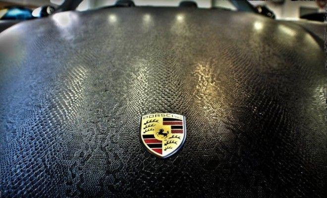 Даже недешевые машины такие как этот Porsche с автовинилом становятся еще уникальнее Фото plenkanaavtoru