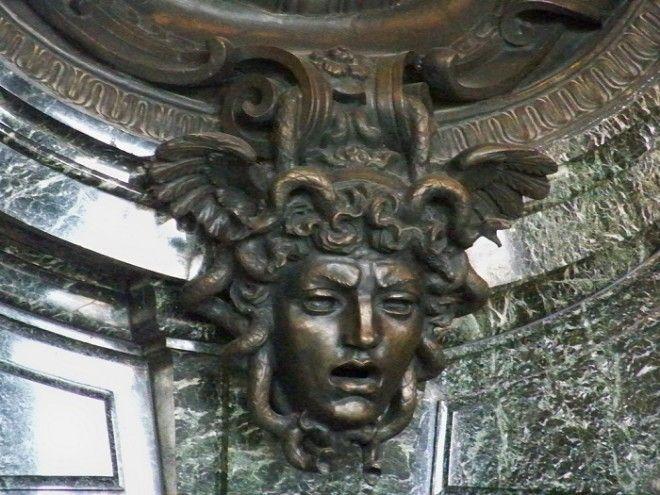 Голова Медузыгоргоны в архитектурном ансамбле