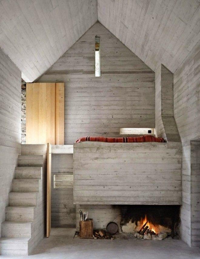 Интерьер выполнен из бетона