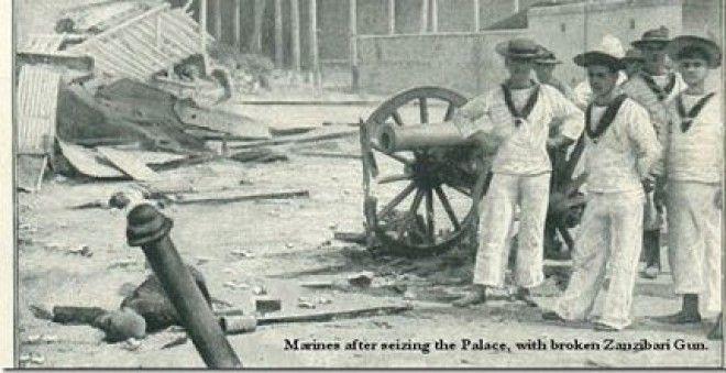 Английские моряки после взятия дворца султана Занзибар 1896 год