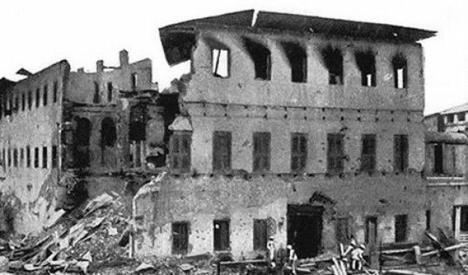 Дворец султана Занзибара сразу после обстрела