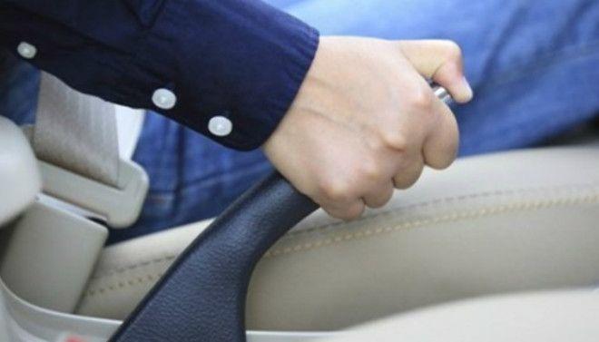 Ручной тормоз Игнорировать ручной тормоз при парковке тоже не стоит Не подвергайте двигатель и редуктор лишним нагрузкам при парковке перейдите на нейтральную передачу и дерните ручной тормоз
