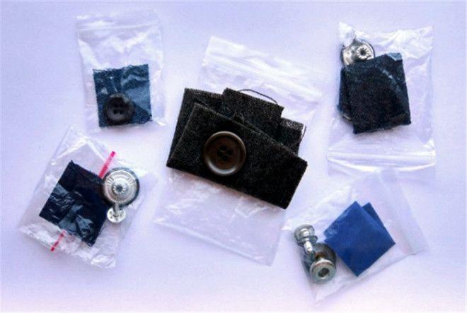 Пакетики с пуговицами и пробниками ткани