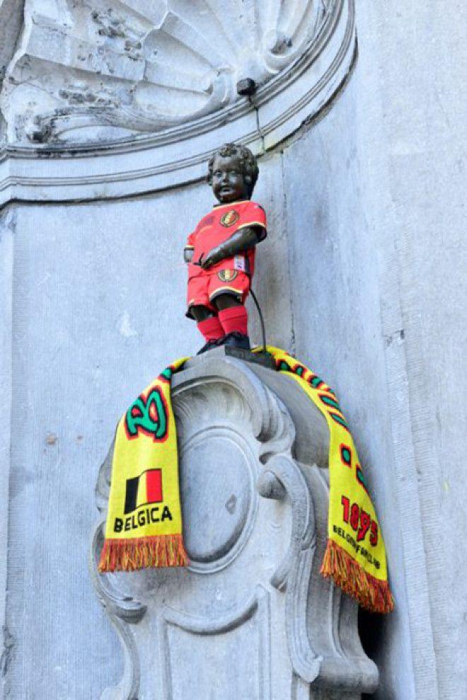 Писающий мальчик в форме футбольной команды Бельгии