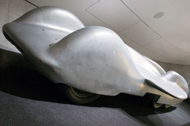 MercedesBenz T80 мало похож на обычные автомобили Фото ruwikipediaorg